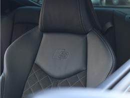 ●S-lineパッケージでは車内各所にロゴがあり一味違ったスポーティーさをお楽しみ頂けます。