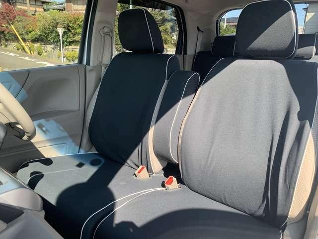 足元もゆったりで長時間の運転も疲れにくいフロントシートです。
