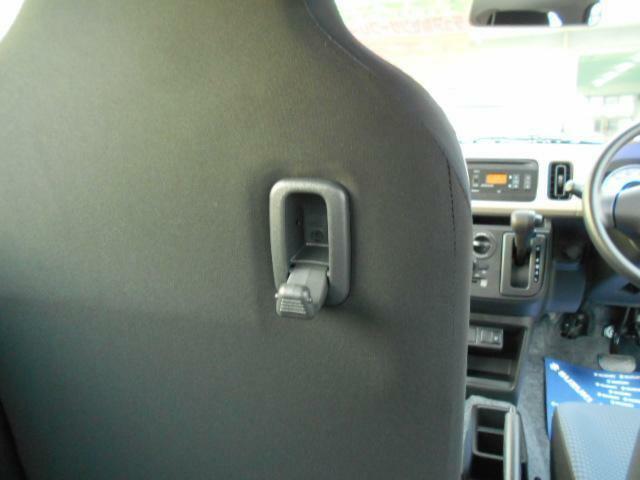 助手席の背もたれにはフックがあります!!