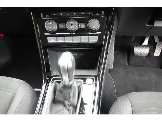 プッシュスタートボタン/オートエアコン装備。