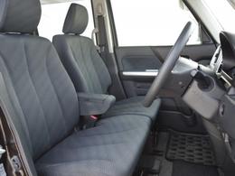 シートのスライド幅もあるので、背の低い方も安心!窓も大きく、見切りの良いクルマです!