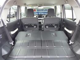 リヤシートには、左右独立式のシートスライドドアを採用。シーンにあわせて効率よくアレンジできる空間がドライブのさらなる可能性を広げていきます。