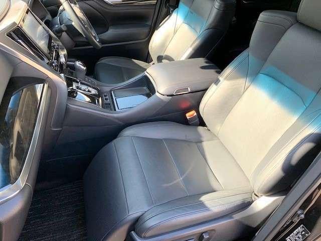 とても綺麗なフルレザーシートです。同グレード同オプション新車購入参考価格7,300,000円