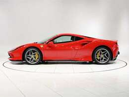 人気のスクーデリア・フェラーリ・フェンダーエンブレムが装着されております。