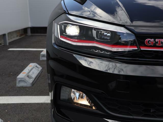 省電力、長寿命を両立するLEDヘッドライトが明るく夜道を照らします。