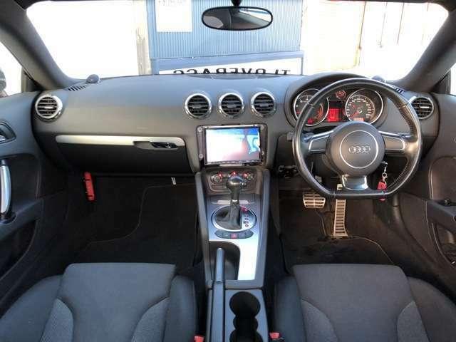 通常Dモードの他にSモード(スポーツモード)とMTモードがございます。ドライビングシーンによって使い分けると楽しいですよ!