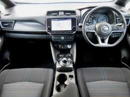 ディーラーオプションのメモリーナビ・ETC2.0・プロパイロット・ドライブレコーダー・スマートルームミラー・オ-トエアコン・インテリジェントキ-等を装備する運転席まわり。