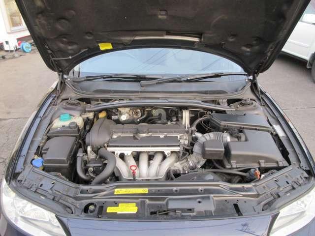 綺麗なエンジンルーム!アイドリングも安定しており、エアコンもしっかり効いております!
