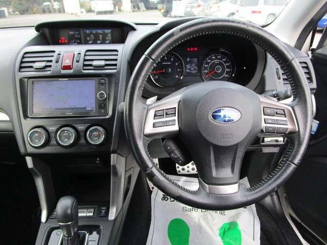 SI-DRIVE&マニュアルモード付CVTオートマチックで、ステアリングパドルシフトで変速操作が可能です。 フロント左右独立式フルオートエアコンで、車内は何時も快適です。