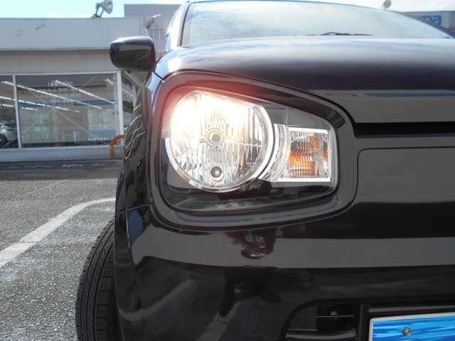 ヘッドライトは、光軸調整機能付きのハロゲンタイプになっています。