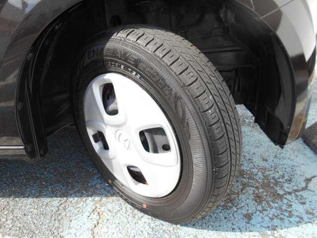 13インチの純正アルミホイールを履いています。145/80R13サイズのタイヤです。