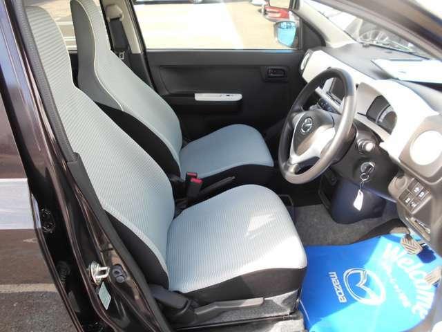 フロントシートはゆったり乗れるシート形状です