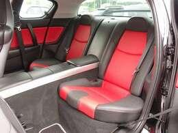 実走行3万km!人気のRX-8カスタム車両の入庫です。全国でも台数の少ない黒X赤コンビレザーシートに純正ナビ、RAYS18AW、ケンスタイルエアロ、ケンスタイルマフラー等多数の高額パーツを装備