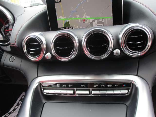 ●AMG専用シルバークロームインテリアで車内もスポーティに☆ナビ装備しています!