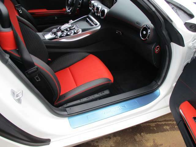 ●AMGアルミスカッフプレート・AMGスポーツシートです!