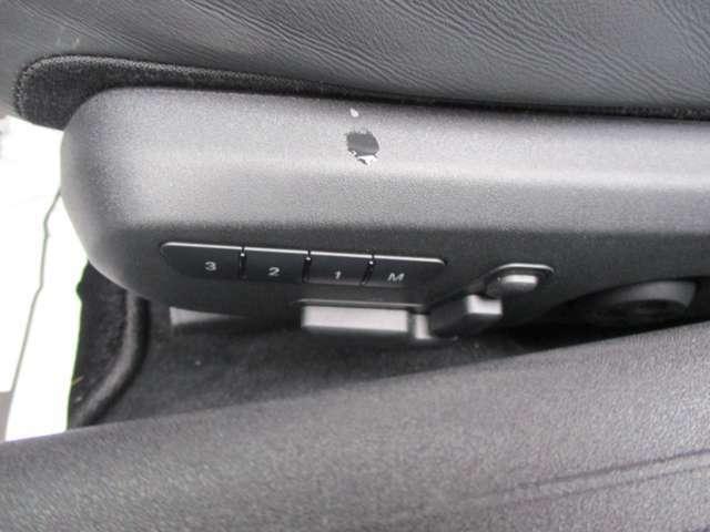●メモリー付パワーシートは、3名のシートポジション・ドアミラーの位置・ハンドルの位置を記憶できます!