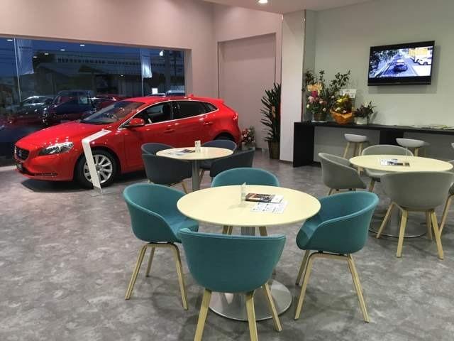 認定中古車(ボルボ・セレクト)を展示しております。もし店頭に無い車両でも、弊社伊丹産業カーズ株式会社のグループネットワークを生かし、お客様のご希望の一台をご提案致します。