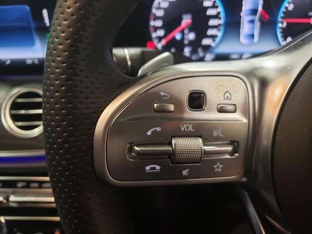 運転中も操作しやすいステアリングスイッチ付き!ボリューム調整など、運転中のちょっとした操作はハンドルを放すことなく操作可能です!