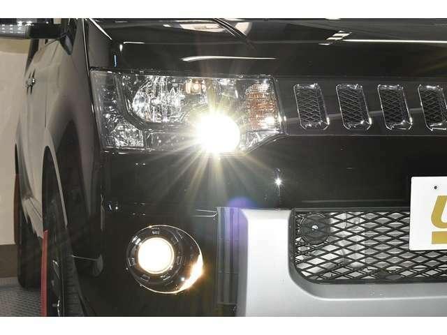 暗い夜道も明るく照らす『HIDヘッドランプ&ビルトインフォグランプ』☆☆夜のドライブも視界は良好で安全運転の強いミカタです☆☆