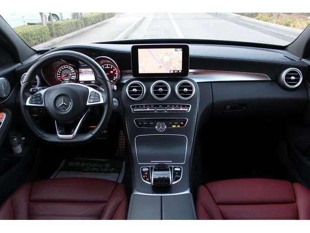 AMGスポーツステアリング!丸いエアコン吹き出し口など新デザインとなりました!ステンレスアクセル&ブレーキペダル(ラバースタッド付)アンビエントランプも3色切替可能!