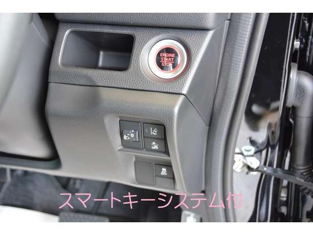 便利なスマートキー付きですので、ドアの開閉からエンジン始動まで鍵を携帯しているだけで出来ちゃいますよ^^問い合わせはカーベル姫路東カーズカフェまで♪079-280-1118お電話ください^^