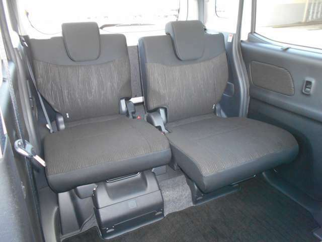 後席もリクライニング&スライドが可能なので、体の大きな方でもゆったり座れます!