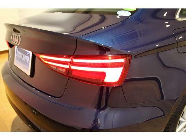 他車からの視認性に優れるテールランプです。