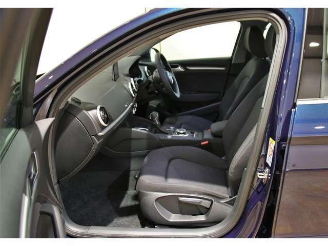 運転席、助手席エアバッグ標準装備です。