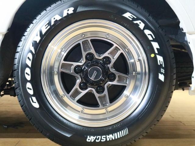 タイヤはグッドイヤーのナスカータイヤ採用♪