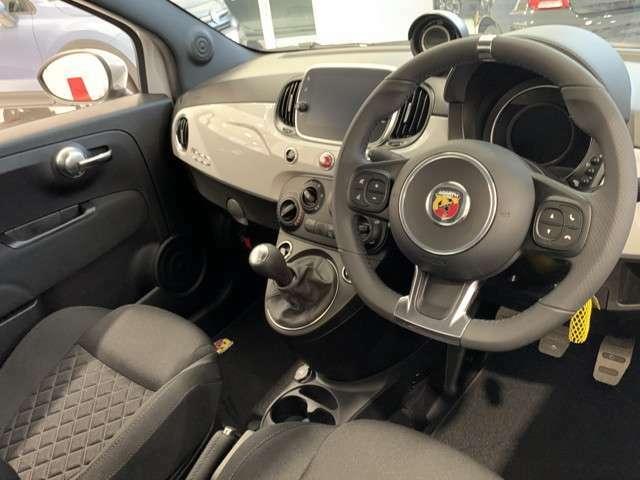アバルト595ハンドル右マニュアル当社デモカー