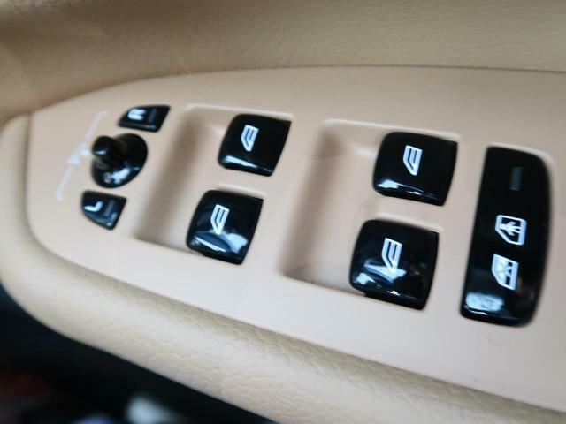 使用頻度の多いボタンは安全性・機能性を重視してデザインされています。ボルボが世界に誇る安全支援機能「インテリセーフ」も搭載しております!どうぞご体感くださいませ。
