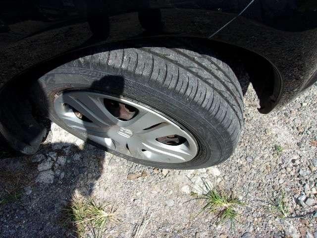 前タイヤです。しゃきっとした状態ですので 当分は、交換の必要は、なさそうですね。