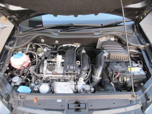 エンジンルームは綺麗な状態を保っており、アイドリングも安定しております。