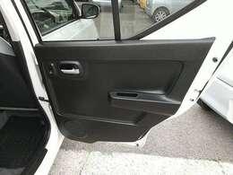 ドアの内張りもこの通り文句なしの状態です♪是非、現車確認にお越し下さい♪ご来店・お問合せの際はカーセンサーを見たとお伝え下さい♪