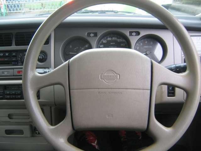 運転席エアバック付いています。