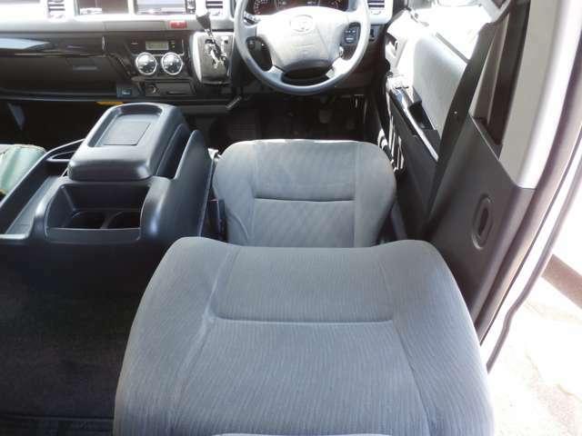 2.7ガソリン 4WD 5ドア 社外ナビ TV バックモニター 16インチアルミホイール セキュリティ付き ワイドボディ ミドルルーフ!