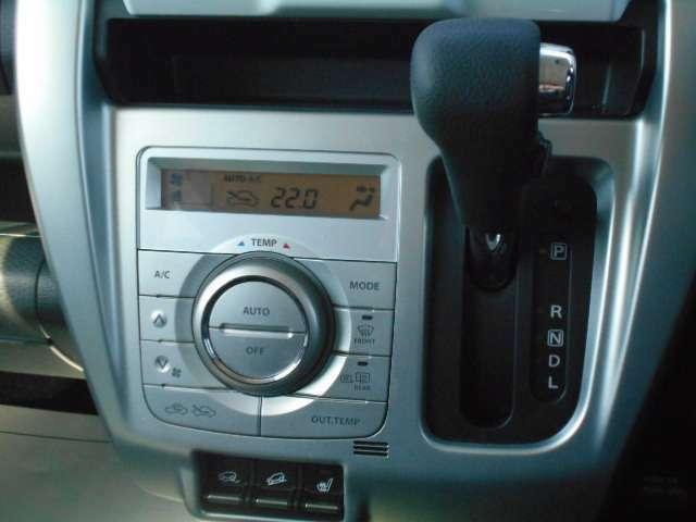 運転視界をそのままにシフト操作のできる位置にシフトレバーがあり、運転がしやすいです。