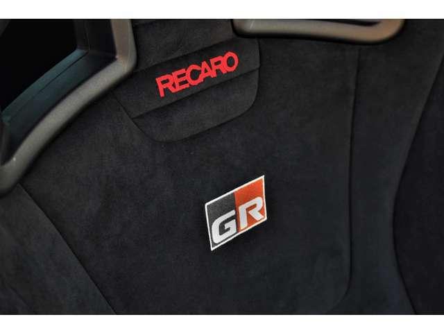 運転席、助手席はGR専用レカロ製のセミバケットシートです。ホールド感があり、安定して運転することができます。