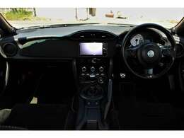 目立つ傷も無く禁煙車ですので、車内は清潔に保たれています。