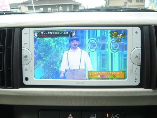 純正SDナビゲーションとワンセグTV付ですが走行中は音声のみになります。