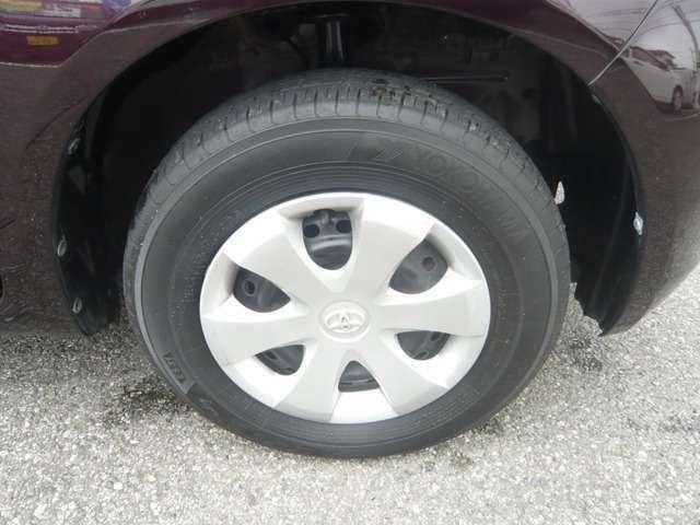 タイヤとホイールキャップの画像です。