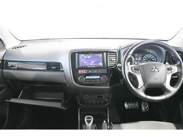【安全機能】e-Assist(FCM:衝突被害軽減ブレーキ+UMS:前方踏み間違い発進防止/LDW:車線逸脱警報/ACC:レーダークルーズコントロール※前車追従機能)