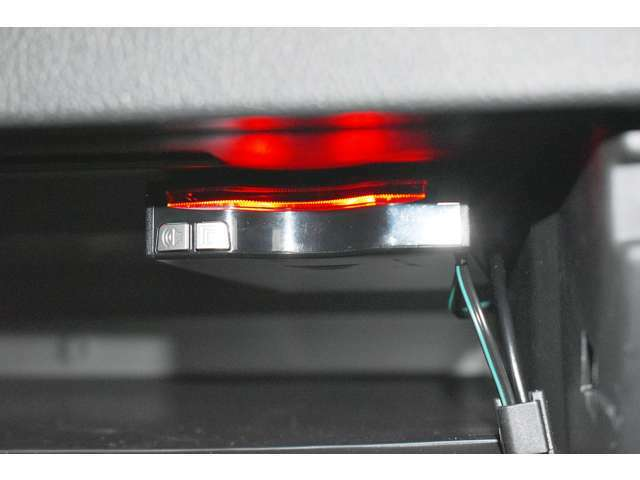 ETC車載器(アンテナ分離型・音声案内機能付き)装着☆高速道路や有料道路の料金所もスイスイ通過◇ロングドライブの必需品です♪深夜、休日などの割引もありお得です。