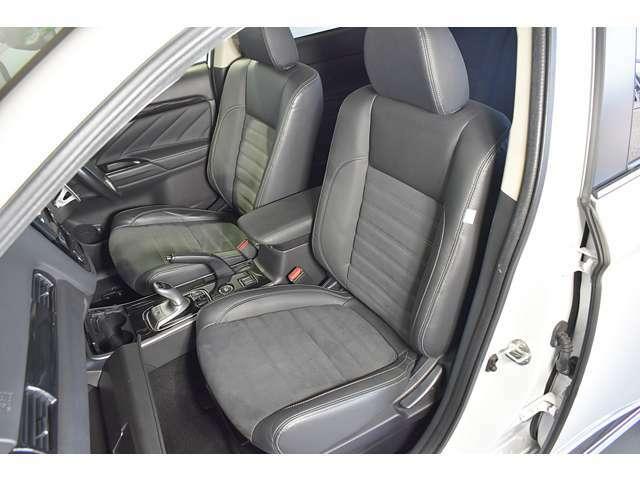 合成皮革&スエード調コンビネーションシート/運転席パワーシート/運転席&助手席シートヒーター(クッション部+バック部)