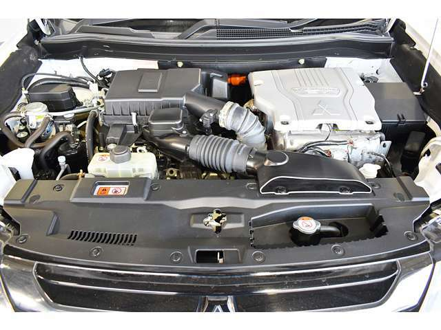 ディーラー整備士による上質な整備を実施します!整備費用(車検整備+エンジンオイル・オイルフィルタ・ワイパーゴム・キーレス電池交換)を含んでいます。またディーラーオプションの追加装着もご相談ください。