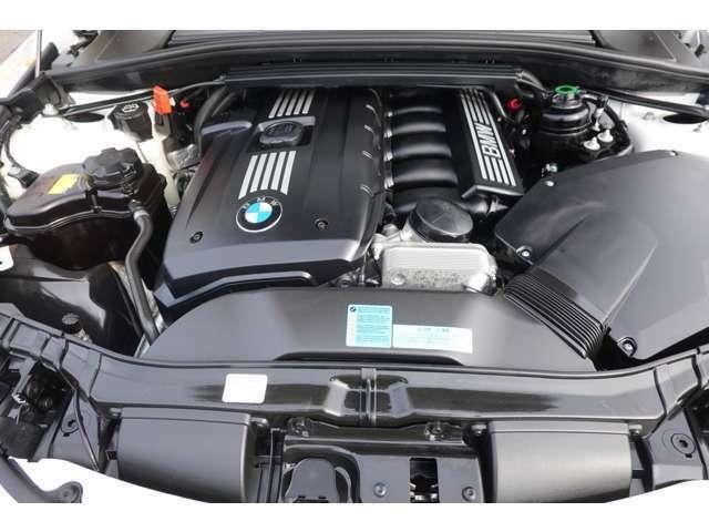 BMWの代名詞ともいえるストレートシックスエンジン!シルキーに高回転までふけ上がります!エンジンのコンディションも上々ですので130の走りの楽しさを思いっきり感じて下さい!