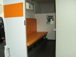ソファはベッドにも変形します。シェルターのみの販売も可能です。