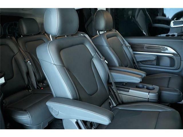 ◆アームレスト(前席・2列目) ◆3点式シートベルト&ヘッドレスト(全7席) ◆脱着式シート(全後席) ◆後席専用クライメントコントロール