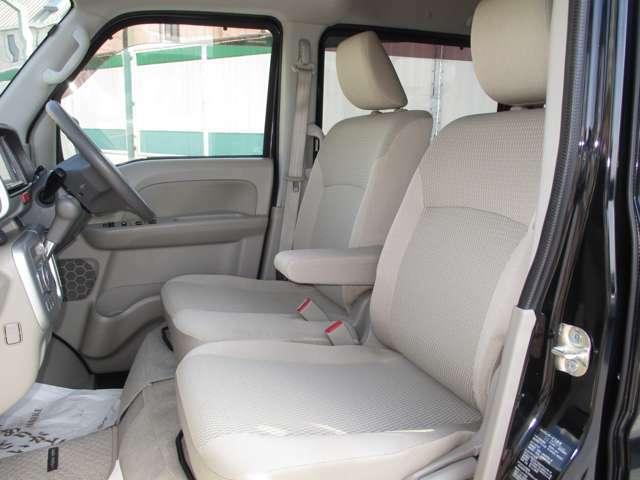 アームレストの付いたフロントシートです!
