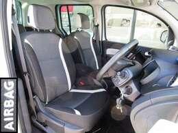 欧州車らしいコシのあるシートは、長時間のドライブも疲れにくく快適です。安全装置のサイドエアバックも装備。助手席は畳めば長尺の荷物も積載可能。